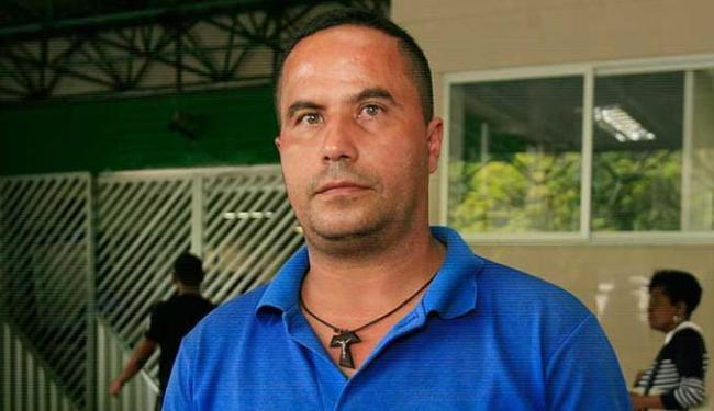Claúdio Silva , 41 anos, é taxista no mesmo ponto de Ricardo - Foto: Edilson Lima | Ag. A TARDE