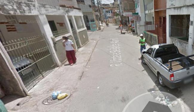 Troca de tiros ocorreu na rua 26 de Abril, no bairro de Santa Cruz - Foto: Reprodução   Google Maps