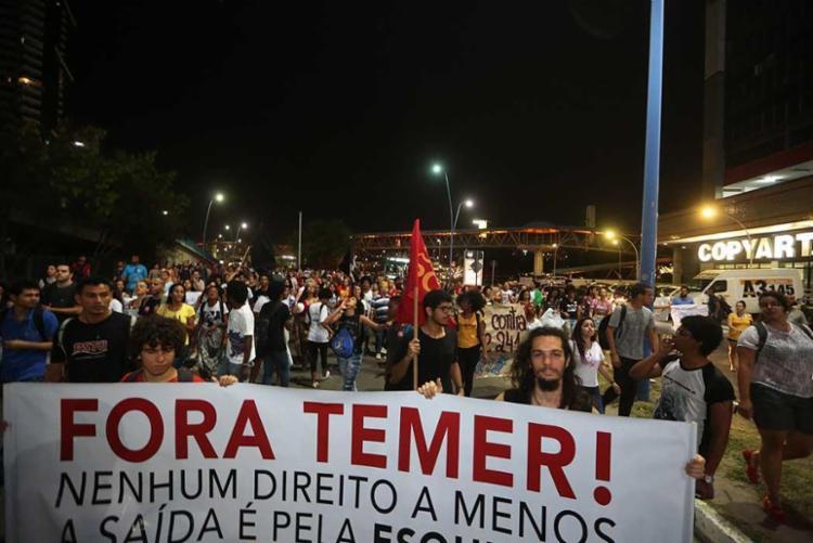 Grupo caminhou pela avenida Tancredo Neves - Foto: Joa Souza | Ag. A TARDE