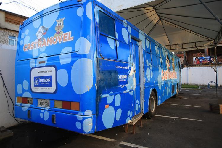Ônibus adaptado para a função sai do Vale dos Barris e será instalado no Espaço Axé - Foto: Joá Souza l Ag. A TARDE