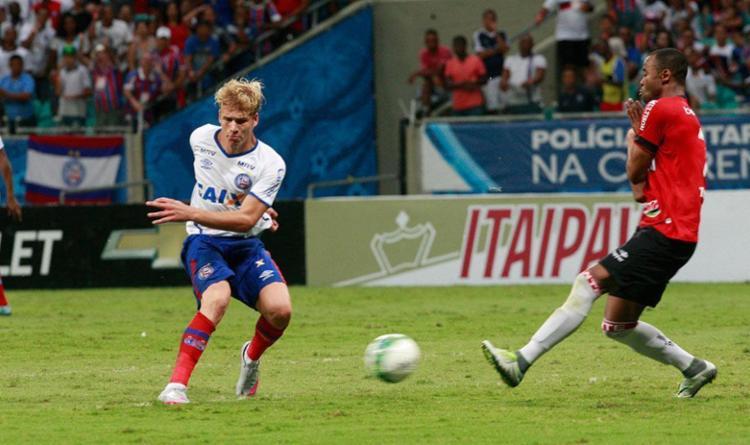 Wesley Natã (E) não brilhou em outros lances fora o do gol - Foto: Margarida Neide | Ag. A TARDE