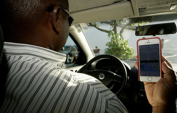 Texto exige que motorista tenha autorização municipal e use veículo de aluguel - Foto: Mila Cordeiro | Ag. A TARDE