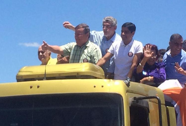 ACM Neto (D) e Geddel (E) participaram de carreata com Herzem Gusmão (PMDB) (C) - Foto: Divulgação