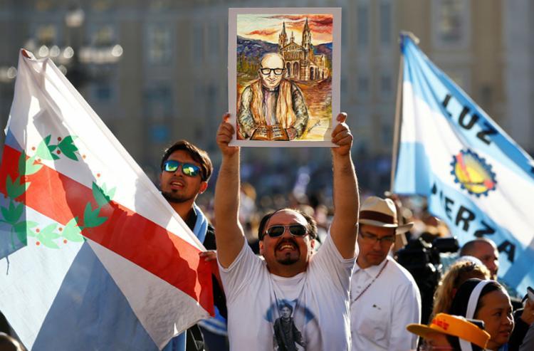 Fiel celebra a canonização de José Gabriel del Rosario Brochero - Foto: Tony Gentile | Reuters