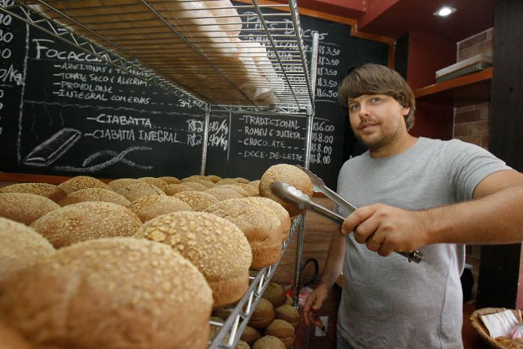 O empresário australiano Richard James montou uma fábrica de pães na Pituba, a Belo Rústico - Foto: Joá Souza   Ag. A TARDE