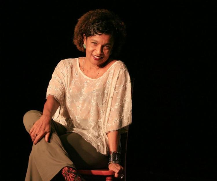 Elisa Lucinda irá comemorar 30 anos de carreira com peça, programa de TV e livro com poemas inéditos - Foto: Mila Cordeiro | Ag. A TARDE