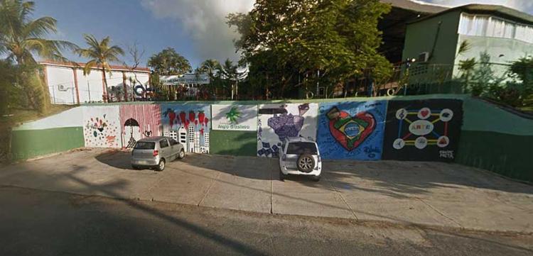 O professor dá aula de informática na escola - Foto: Reprodução | Google Street View