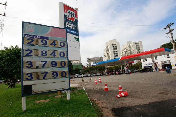 Consumidores de Salvador não notaram redução no preço da gasolina e do diesel comercializados nos postos - Foto: Margarida Neide l Ag. A TARDE