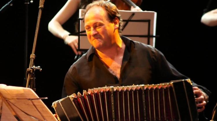 O artista estará acompanhado do músico e professor argentino Juan Ignacio Azpeitia - Foto: Divulgação