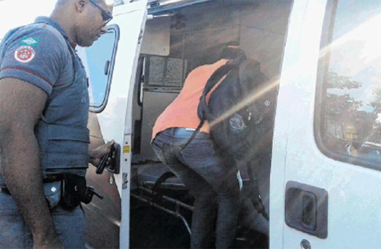 Dois seguranças do metrô e 2 mulheres foram à delegacia falar sobre o caso de Roque, apontado erradamente como o responsável - Foto: Andrezza Moura | Ag. A TARDE