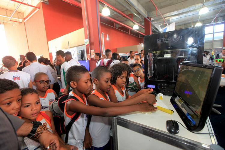 Crianças se encantam com inovações apresentadas na feira de ciência e tecnologia - Foto: Margarida Neide l Ag. A TARDE