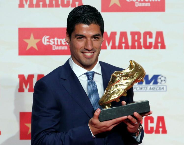 Suárez dividiu os méritos da conquista com os companheiros de equipe - Foto: Albert Gea | Reuters