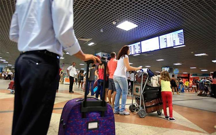 Número de passageiros para voos domésticos caiu - Foto: Raul Spinassé l Ag. A TARDE
