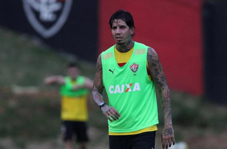 Victor Ramos treinou como titular e vai jogar ao lado de Ramon - Foto: Adilton Venegeroles l Ag. A TARDE