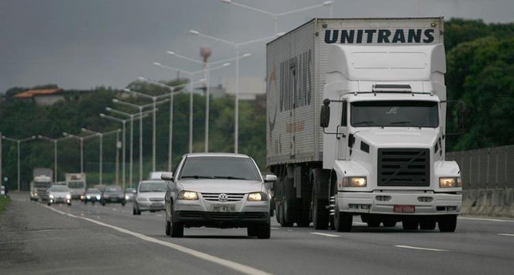 Liminar que suspendia sanção para quem dirigisse com farol desligado de dia foi anulada no dia 7 - Foto: Raul Spinassé l Ag. A TARDE