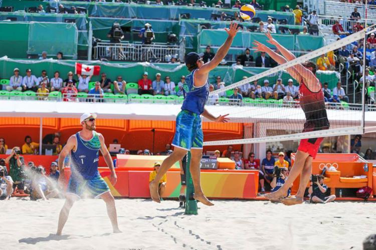 O jogador foi ouro junto com Alison na Olimpíada do Rio 2016 - Foto: Saulo Cruz | Exemplus | COB