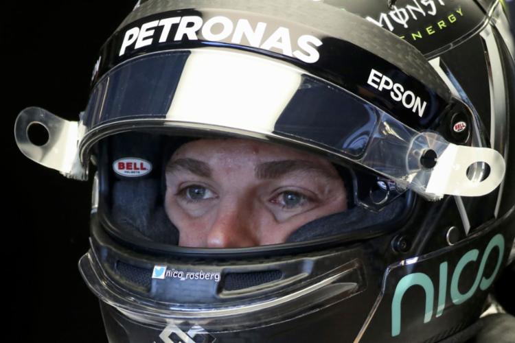 Nico Rosberg antes de entrar na pista nesta quinta - Foto: Adrees Latif | Reuters