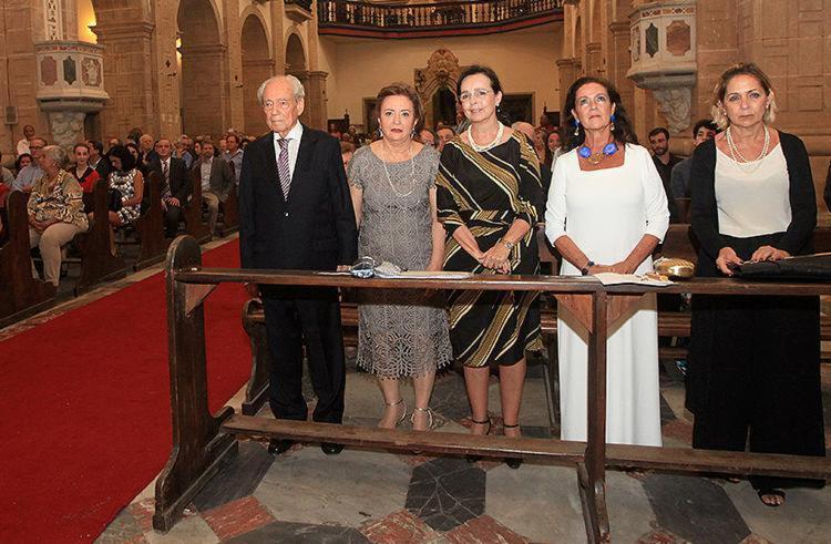 Waldir Pires (PT) assistiu à missa no Mosteiro de São Bento - Foto: Adilton Venegeroles l Ag. A TARDE