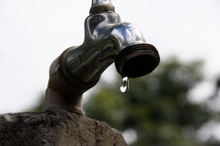 O interrompimento do sistema de água da Embasa será a partir das 7h - Foto: Joá Souza | AG. A TARDE