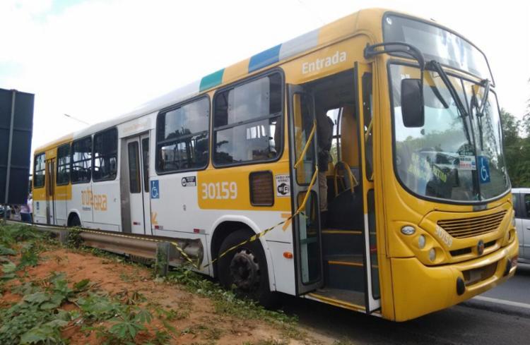 Crime aconteceu na Jaqueira do Carneiro em um ônibus que fazia a linha Marechal Rondon-Barra - Foto: Edilson Lima | Ag. A TARDE