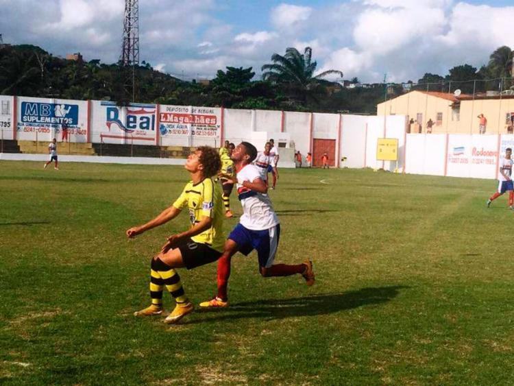 Disputa de bola durante a abertura do Campeonato Intermunicipal de futebol - Foto: Divulgação | FBF