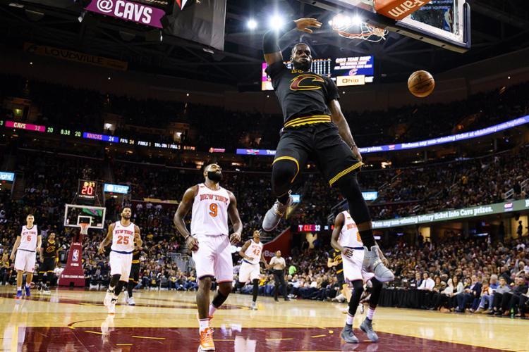 LeBron James acumulou 19 pontos, 14 assistências e 11 rebotes - Foto: Rick Osentoski l Reuters