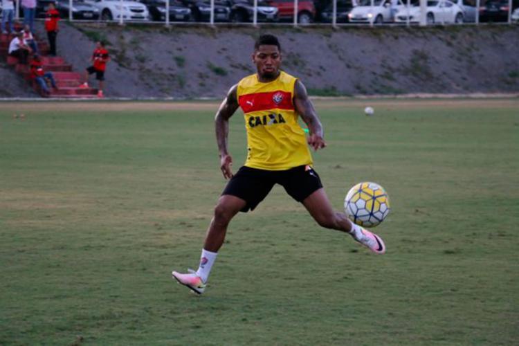 O atacante Marinho durante treino desta tarde - Foto: Francisco Galvão | EC Vitória