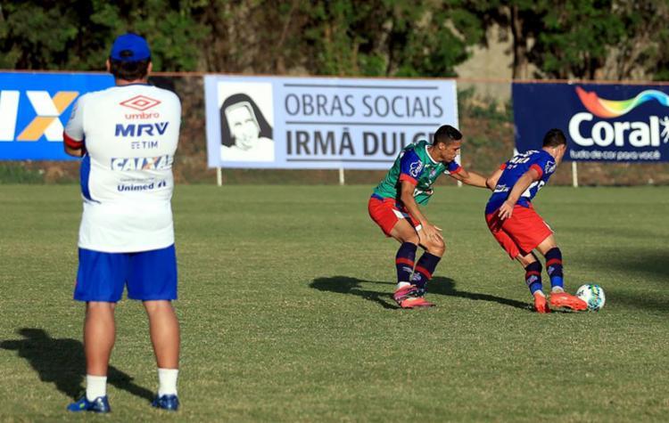 O técnico Guto Ferreira acompanhou de perto o trabalho desta quinta-feira, 27 - Foto: Felipe Oliveira | EC Bahia