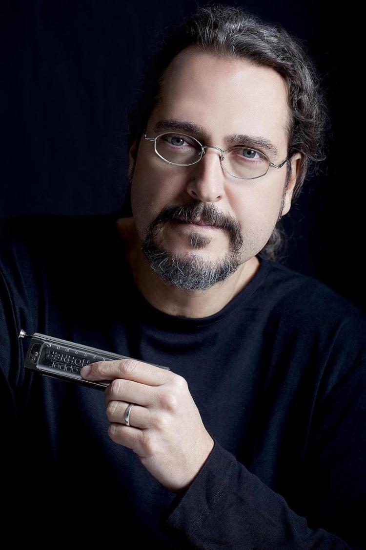 Flávio toca desde os anos 1980, na pioneira Blues Etílicos - Foto: Renata Duarte l Divulgação