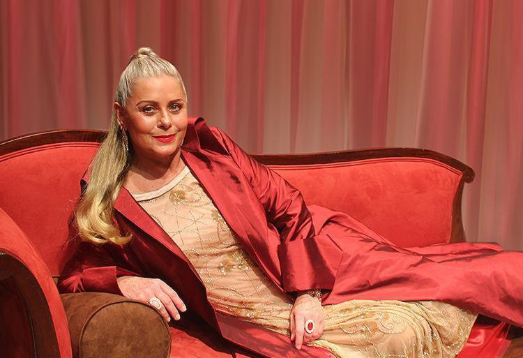 No espetáculo a atriz Vera Fischer tece armadilhas para seu psicanalista ansioso pela fama - Foto: Luciano Borges l Divulgação