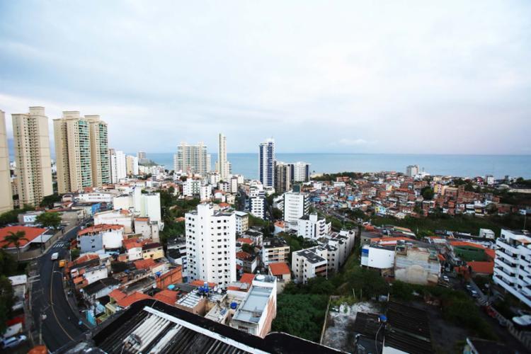 Pesquisa indica que investir dinheiro de compra de imóvel pode ser mais rentável - Foto: Joá Souza | Ag. A TARDE