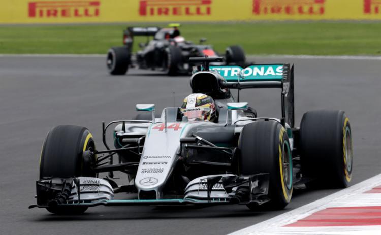 O piloto Lewis Hamilton tenta diminuir a vantagem pra Rosberg no GP do México - Foto: Henry Romero | Reuters