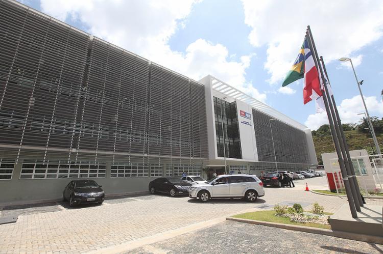 Escola construída em 13,46 mil m² conta com 28 salas de aula - Foto: Adilton Venegeroles l Ag. A TARDE