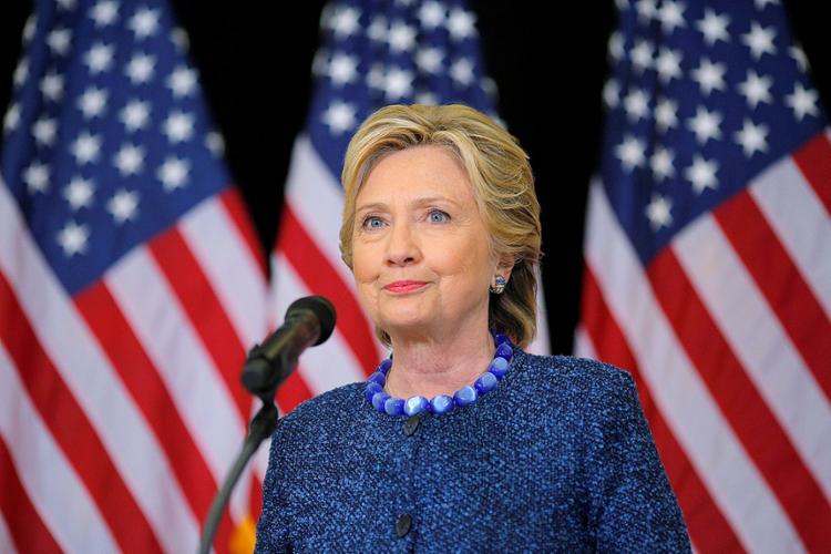 O FBI, a agência de investigação americana, anunciou nesta sexta-feira, 28, que voltará a investigar e-mails da candidata democrata - Foto: Brian Snyder l Reuters