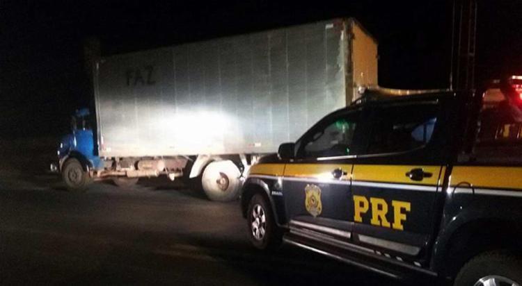 Caminhão tinha registro de furto em 29 de agosto deste ano, em Salvador - Foto: PRF | Divulgação