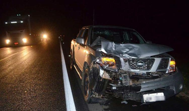 Frente da caminhonete ficou destruída após acidente - Foto: Wesley santos| Blog do Sigi Vilares