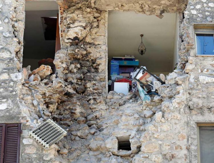 O terremoto de 6,6 graus que atingiu as regiões central e sul da Itália - Foto: Agência Reuters