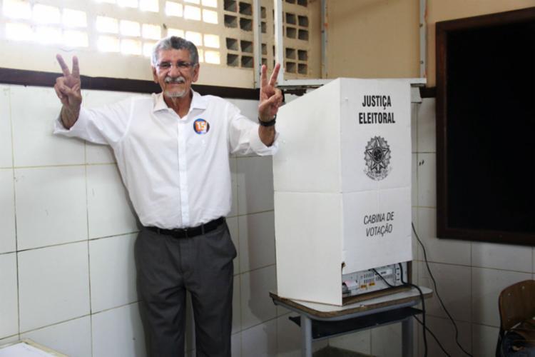 Herzem logo após registrar seu voto - Foto: Mário Bittencourt | Ag. A TARDE