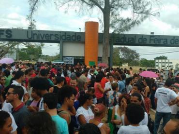 Estudantes seguem ocupando a Uefs contra a PEC do teto - Foto: Divulgação   Uefs