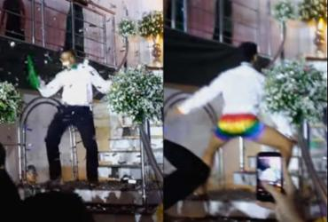 Jovem faz performance contra homofobia em festa de formatura; veja vídeo