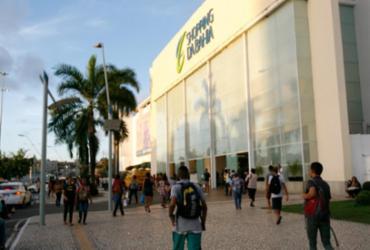 Incêndio atinge loja em shopping de Salvador