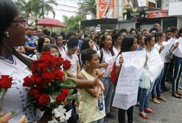 Revolta e solidariedade marcam ato público em Camaçari