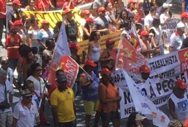 Manifestação deixa o trânsito complicado no Centro da cidade