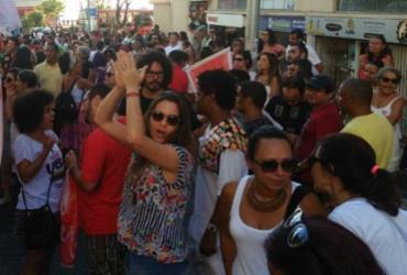 Grupo protesta em frente ao prédio pivô de polêmica no governo federal