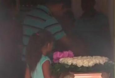 Mais dois corpos de vítimas de explosão em farmácia são enterrados