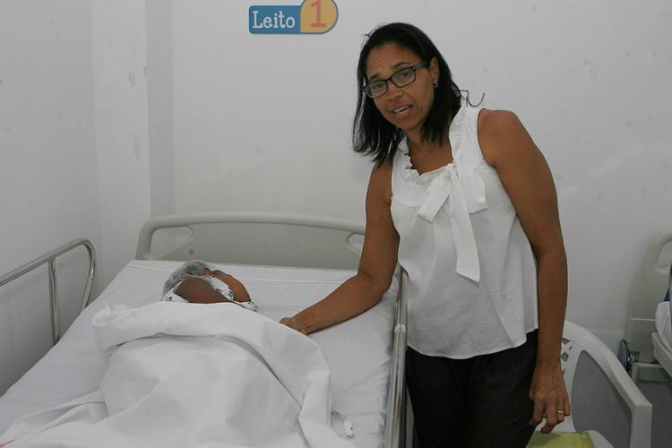 Rosana Maciel com a neta Leandra, que fez cirurgia na unidade Roma do hospital - Foto: Xando Pereira l Ag. A TARDE