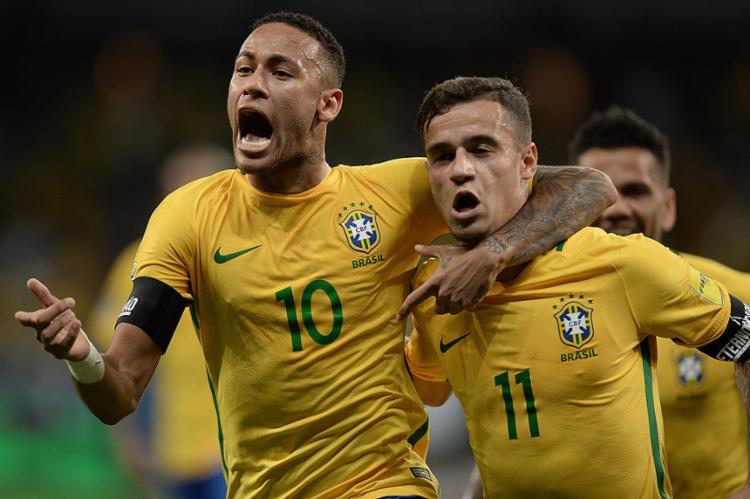 Neymar (E) e Coutinho marcaram um gol cada e foram fundamentais no setor ofensivo brasileiro - Foto: Pedro Martins l MoWA Press l Divulgação