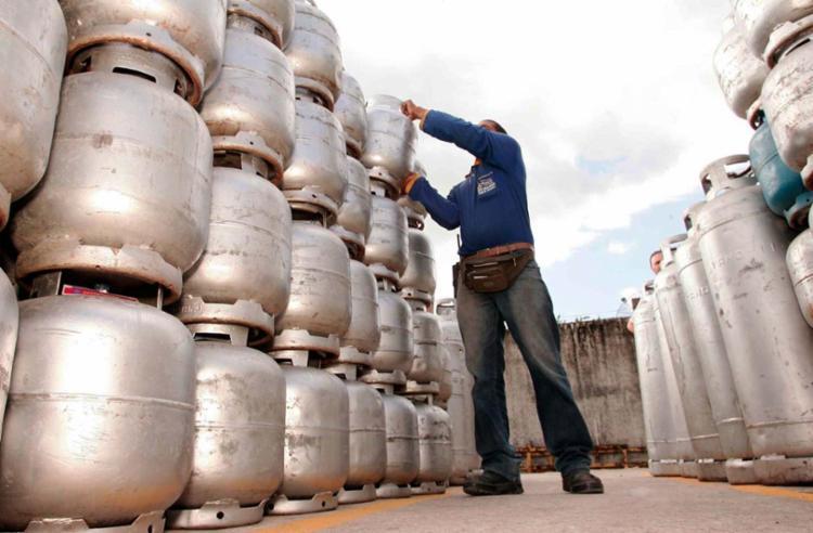 O aumento foi decidido pelo Grupo Executivo de Mercado e Preços da Petrobras - Foto: Joá Souza | Ag. A TARDE | 16.03.2010