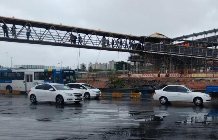 Após o protesto, o trânsito foi liberada na região do Shopping da Bahia - Foto: Edilson Lima   Ag. A TARDE