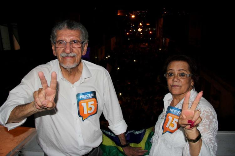 Herzem Gusmão ao lado da vice Irma Lemos - Foto: Mário Bittencourt | Ag. A TARDE